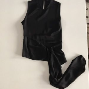 Zara black slvlss blouse with front train